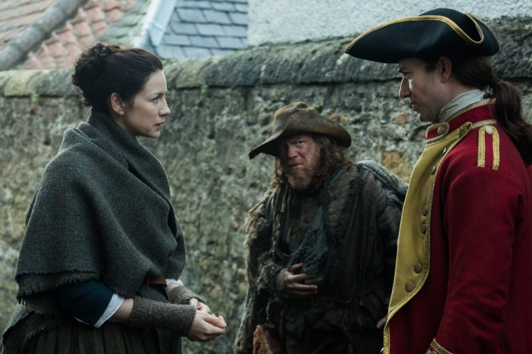 Caitriona-Balfe-as-Claire-Randall-Fraser-Simon-Meacock-as-Hugh-Munro-Robert-Curtis-as-Lieutenant-Barnes-Episode-211-1