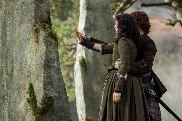 Caitriona-Blafe-as-Claire-Randall-Fraser-Sam-Heughan-as-Jamie-Fraser-Episode-213-3