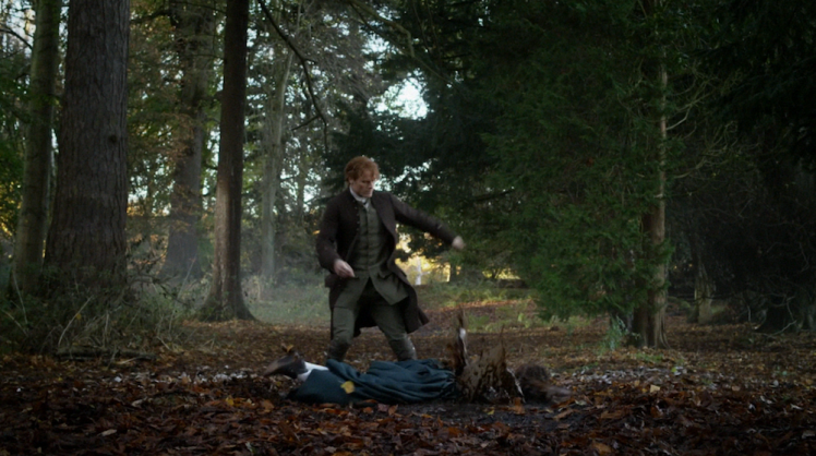 Outlander-3.04-Of-Lost-Things-Jamie-drops-Geneva-in-mud