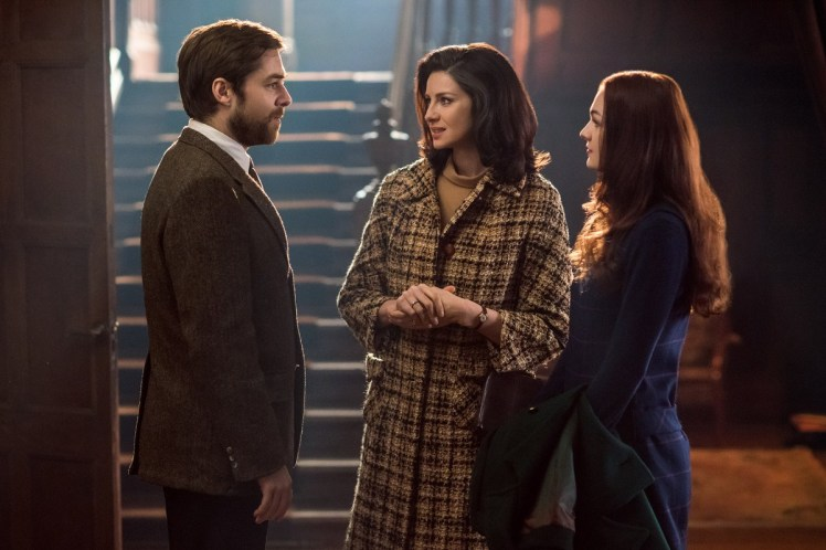 Richard-Rankin-as-Roger-Wakefield-Caitriona-Balfe-as-Claire-Randall-Fraser-Sophie-Skelton-as-Brianna-Randall-Episode-213-1